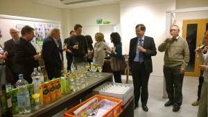 Sveitsin suurlähetystö tarjosi sveitsiläisiä viinejä suurlähetystön kokin tekemiä leivonnaisia