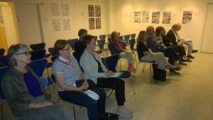 Yleisö kuunteli tarkkaavaisena ja teki lukuisia kysymyksiä