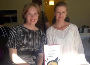Vas. ksutannustoimittaja Laura Kuitunen ja kirjailija Liisa Helve-Sibaja, kuva: Seppo Haario