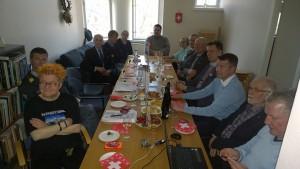 Sveitsiläisten upseereiden esityksiä seurattiin suurella mielenkiinnolla. Kuva Seppo Haario