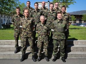 Mannerheim-stipendiaatti majuri Mano Nokelainen (edessä oikealla) Sveitsin ye-kurssilla 2013. Kuva Mano Nokelainen