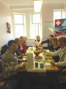 Juusto-fondue maistuu hyvässä seurassa