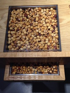 Pähkinöitä maistiaisiksi, kuva: Mia Lanz